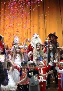 tuO1vbOgyPs 210x300 Новый год 2015 в частной школе Эрудит 2