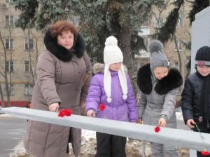 IMG 3733 300x225 Возложение цветов к памятнику Авдеева